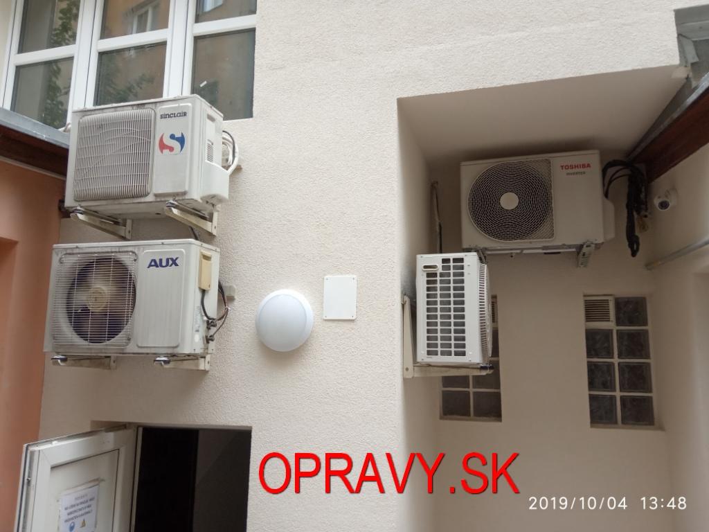 Vonkajšia jednotka klimatizácie.